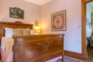 Heirloom Room Bed