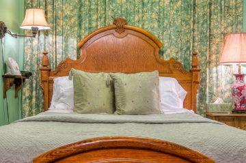Tiffany's Room Bed