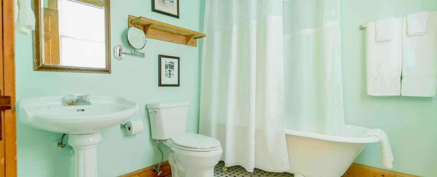 Victoria's Cottage Bathroom