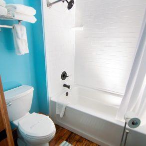 Lester's Place Bathroom