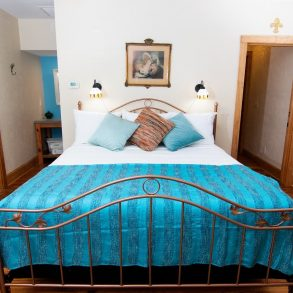 Lester's Place Bedroom